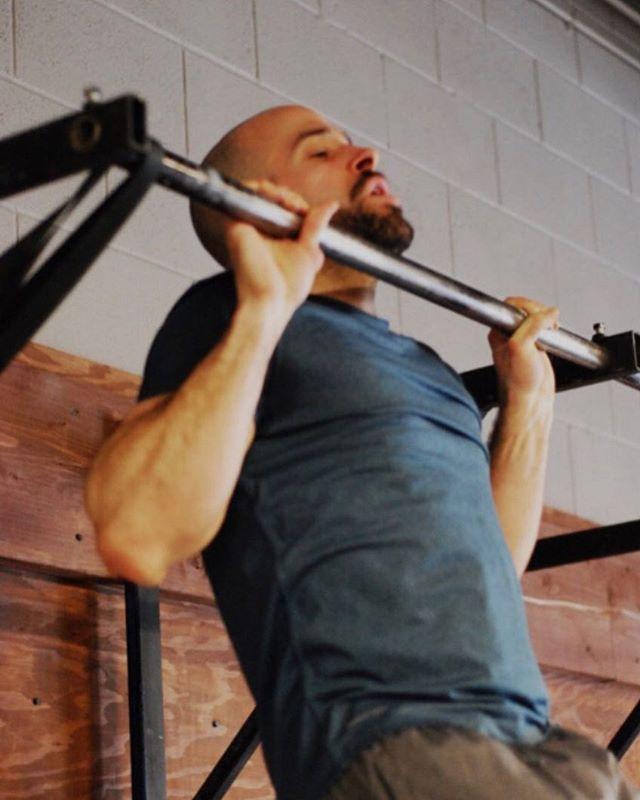 Today's CrossFit WOD: ⠀ 10 min EMOM⠀ a- 3-5 strict pull-ups ⠀ b- 3-5 strict HSPU⠀ ⠀ 3 rounds ⠀ 400m row⠀ 21 KB Swing⠀ 12 Pull-ups ⠀ .⠀ .⠀ .⠀ .⠀ #summitrx #crossfitbanff #banffcrossfit #banffgym #functionalfitness #banff #bowvalleyfitness #crossfit #sweat45 #yycsweatlife #fitspo