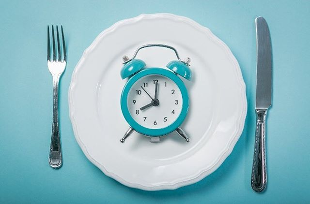 "You may have heard some members at the gym, or friends and family talking about ""intermittent fasting"" ...⠀ If you're confused or have any questions, talk to our coaches about the benefits of intermittent fasting and what we think/if we love it or hate it and why! In the mean time, there is a link in the bio that covers some benefits of intermittent fasting!⠀ .⠀ .⠀ .⠀ .⠀ #summitrx #crossfitbanff #banffcrossfit #banffgym #functionalfitness #banff #bowvalleyfitness #crossfit #sweat45 #yycsweatlife #fitspo"