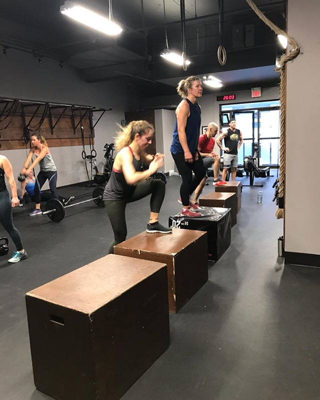 Stepping into this week strong 💪🏼 . . . . #summitrx #crossfitbanff #banffcrossfit #banffgym #functionalfitness #banff #bowvalleyfitness #crossfit #sweat45 #yycsweatlife #fitspo