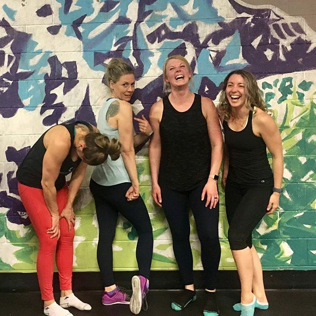 Tag your training besties! One of the key elements of forming a habit is making it fun, and the easiest way to make fitness fun is to do it with others! That's why we love our community here at #summitRX 💪🏼 . . . . #summitrx #crossfitbanff #banffcrossfit #banffgym #functionalfitness #banff #bowvalleyfitness #crossfit #sweat45 #yycsweatlife #fitspo