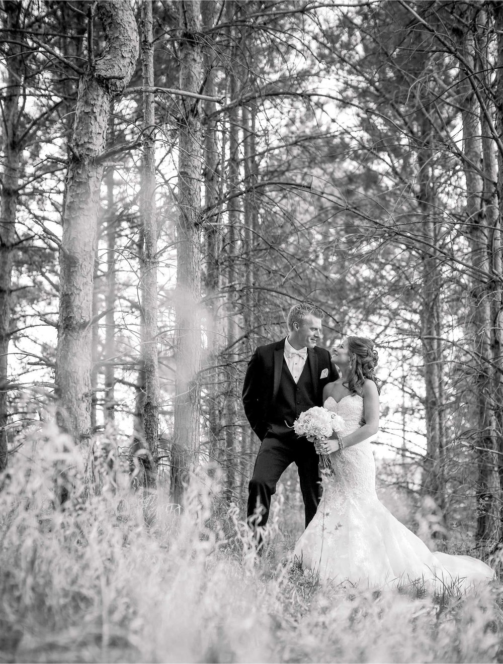 03-Minneapolis-Minnesota-Wedding-Photography-by-Vick-Photography-First-Look-Tianna-&-Matt.jpg