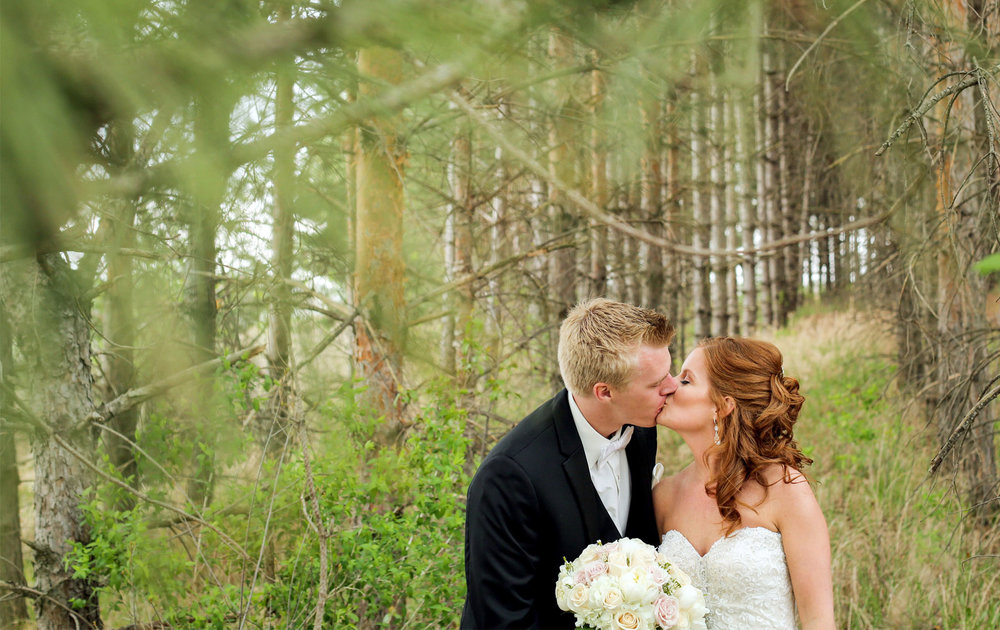 04-Minneapolis-Minnesota-Wedding-Photography-by-Vick-Photography-First-Look-Tianna-&-Matt.jpg