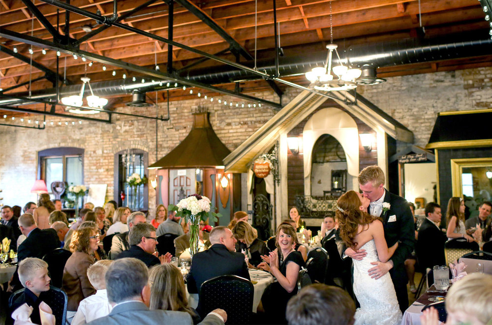 14-Minneapolis-Minnesota-Wedding-Photography-by-Vick-Photography-Reception-Kellermans-Event-Center-Tianna-&-Matt.jpg