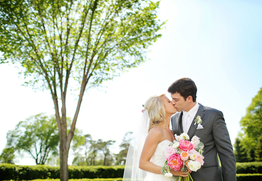 08-Minneapolis-Minnesota-Wedding-Photography-by-Vick-Photography-at-Minikahda-Country-Club-First-Look-Sarah-&-Chad.jpg