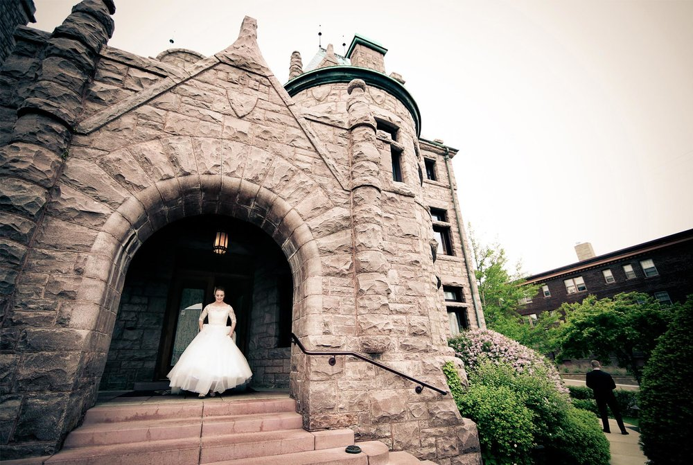 07-Minneapolis-Minnesota-Wedding-Photography-by-Vick-Photography--Van-Dusen-Mansion-First-Look-Bride.jpg