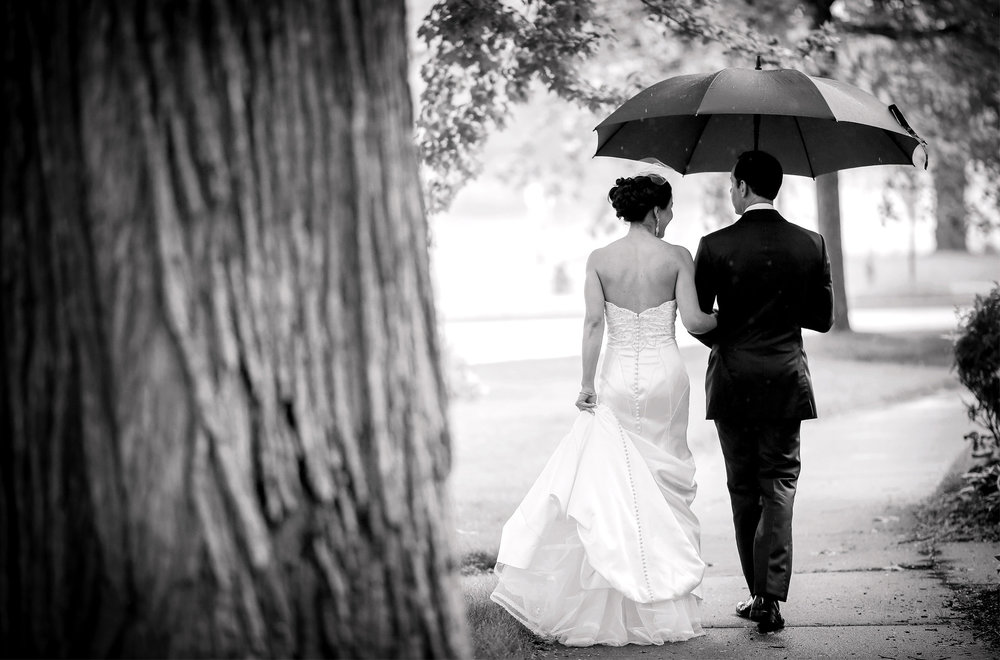 07-Minneapolis-Minnesota-Wedding-Photography-by-Vick-Photography-First-Look-Raining-Wedding-Leticia-&-Jay.jpg