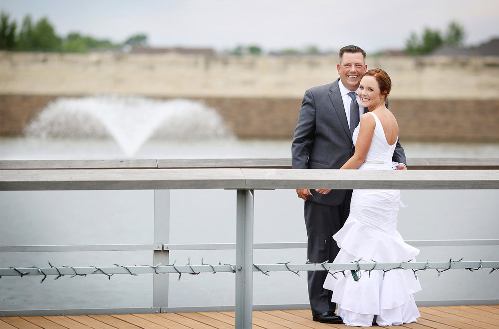 06-Des-Moines-Iowa-Wedding-Photography-by-Vick-Photography-Farm-Wedding-First-Look-Lindsay-&-Chad.jpg