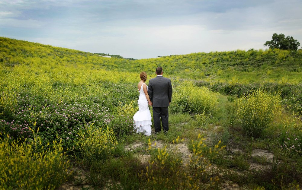 12-Des-Moines-Iowa-Wedding-Photography-by-Vick-Photography-Farm-Wedding-First-Look-Fields-Lindsay-&-Chad.jpg