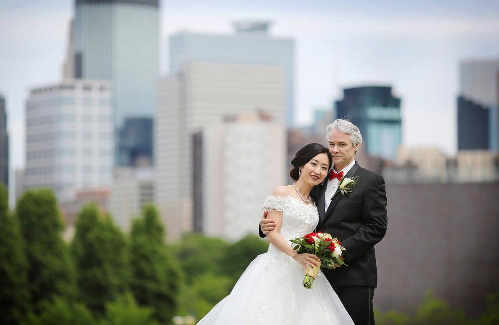04-Minneapolis-Minnesota-Wedding-Photography-by-Vick-Photography--Skyline-First-Look-Ruilin-&-John.jpg