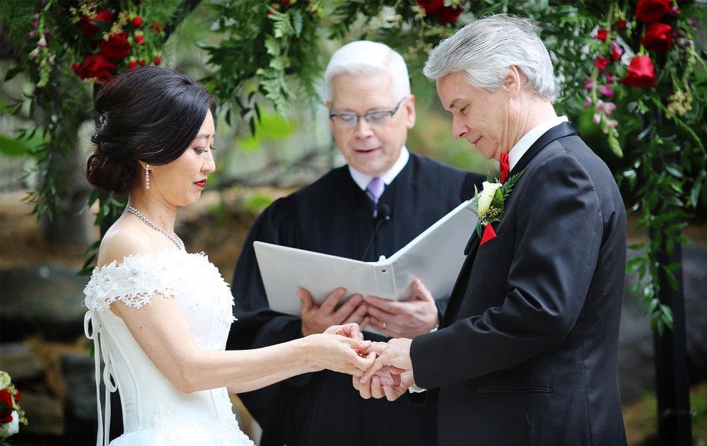 07-Minneapolis-Minnesota-Wedding-Photography-by-Vick-Photography--Van-Dusen-Mansion-Ceremony-Outdoor-Wedding-Ruilin-&-John.jpg