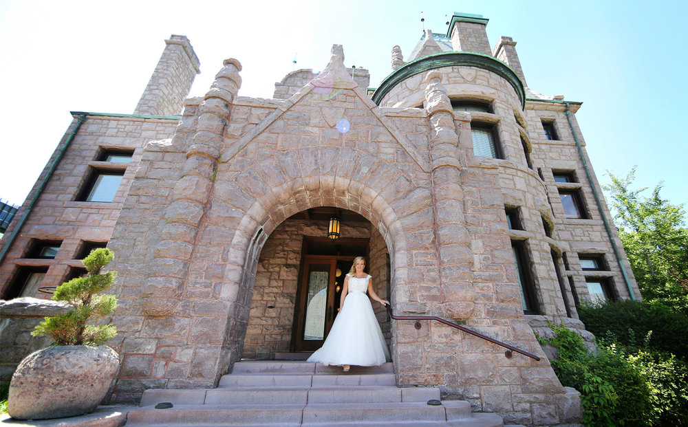 04-Minneapolis-Minnesota-Wedding-Photography-by-Vick-Photography-Van-Dusen-Mansion-First-Look-Bride-Taryn-&-Scott.jpg