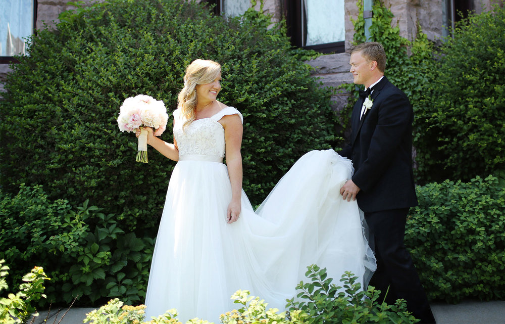 05-Minneapolis-Minnesota-Wedding-Photography-by-Vick-Photography-Van-Dusen-Mansion-First-Look-Taryn-&-Scott.jpg