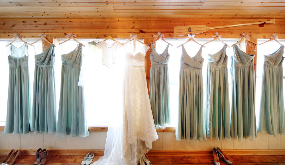01-Stillwater-Minnesota-Wedding-Photography-by-Vick-Photography-Cabin-Wedding-Dresses-Bridesmaids-Alicia-&-Cole.jpg