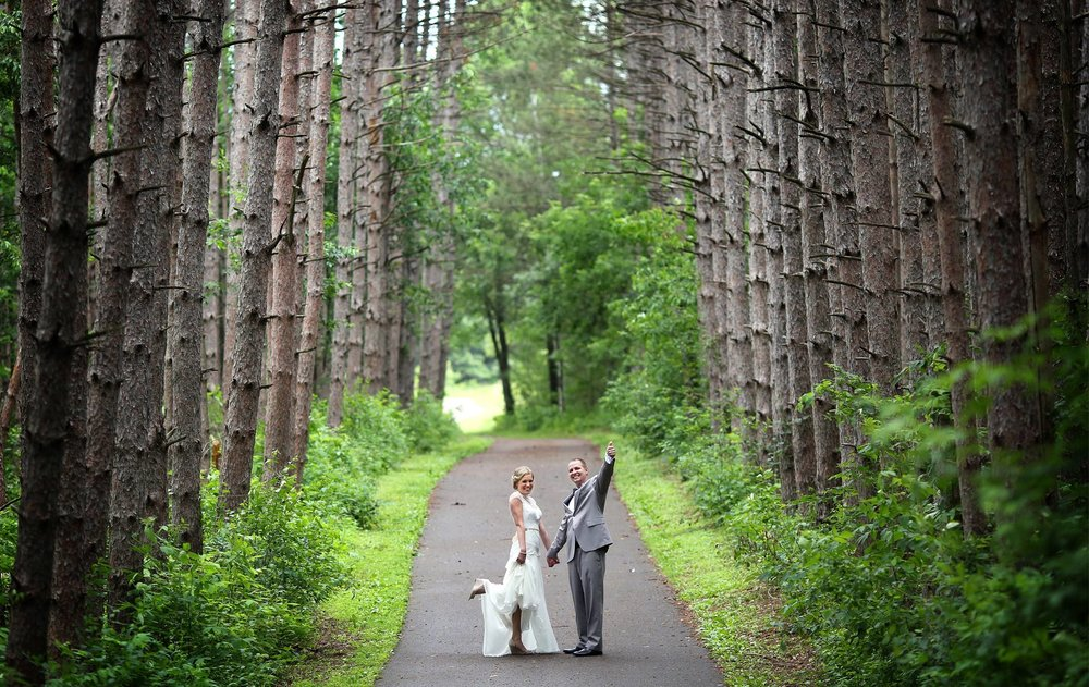 05-Minneapolis-MN-Wedding-Photography-by-Vick-Photography-Rustic-Forest-Woods-First-Look-Alyssa-&-Blake.jpg