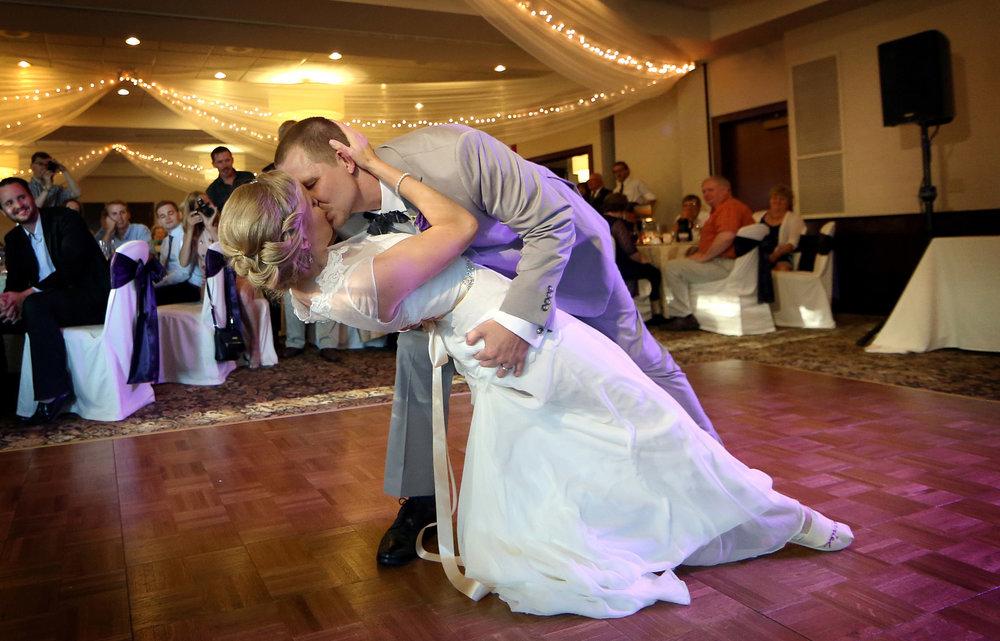 14-Minneapolis-MN-Wedding-Photography-by-Vick-Photography-North-Oaks-Country-Club-Reception-Alyssa-&-Blake.jpg