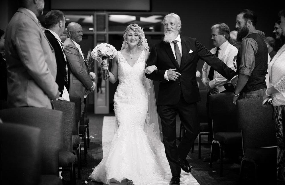 10-Minneapols-Minnesota-Wedding-Photography-by-Vick-Photography-Westwood-Church-Minnetonka-Ceremony-Gretchen-&-Peter.jpg