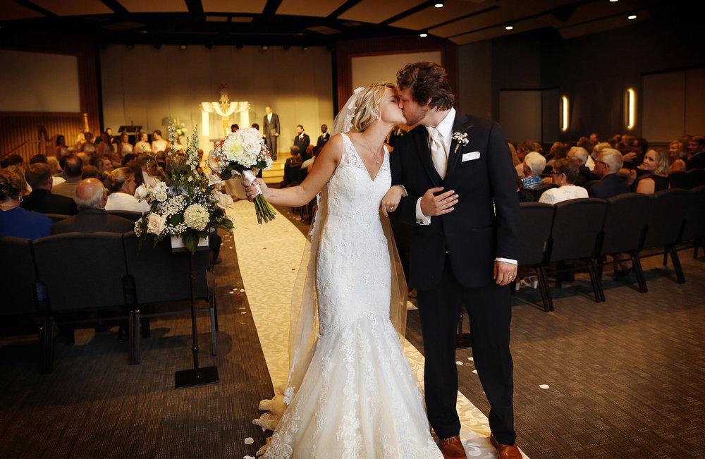 12-Minneapols-Minnesota-Wedding-Photography-by-Vick-Photography-Westwood-Church-Minnetonka-Ceremony-Gretchen-&-Peter.jpg
