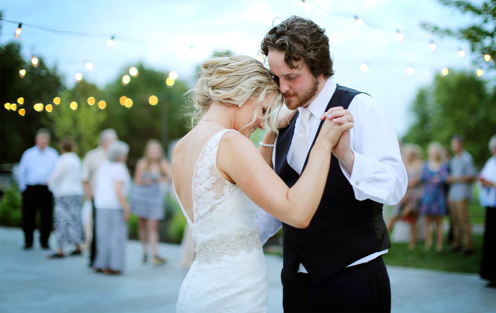 20-Minneapols-Minnesota-Wedding-Photography-by-Vick-Photography--Bluff-Creek-Golf-Club-Reception-First-Dance-Gretchen-&-Peter.jpg
