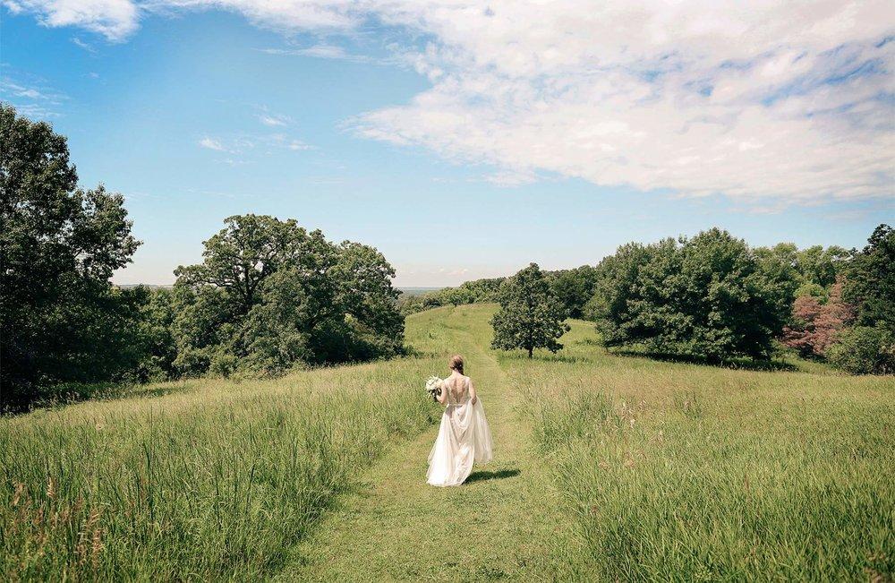 02-Minneapolis-Minnesota-Wedding-Photography-by-Vick-Photography-Field-Blue-Sky-First-Look-Sarah-&-Tom.jpg