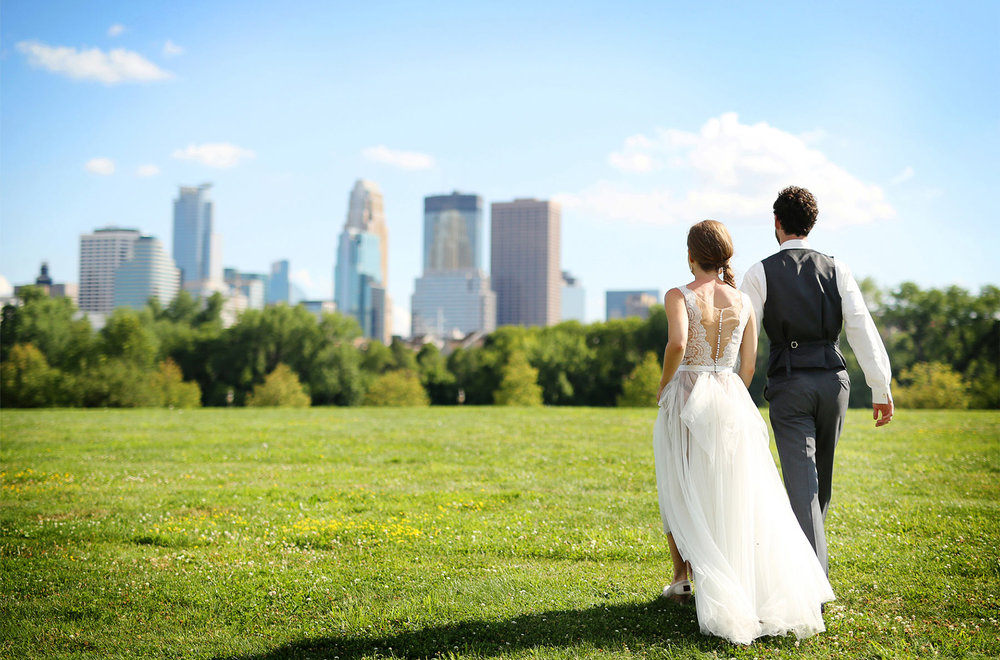 18-Minneapolis-Minnesota-Wedding-Photography-by-Vick-Photography-Downtown-Skyline-Sarah-&-Tom.jpg