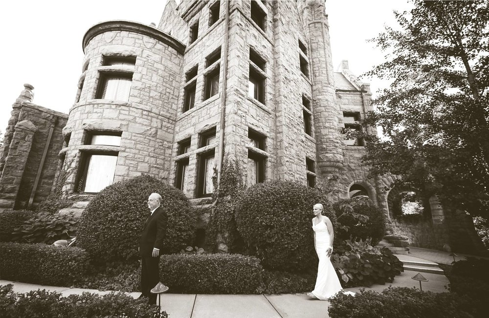 02-Minneapolis-Minnesota-Wedding-Photography-by-Vick-Photography-Van-Dusen-Mansion-First-Look-Jenny-&-Steve.jpg
