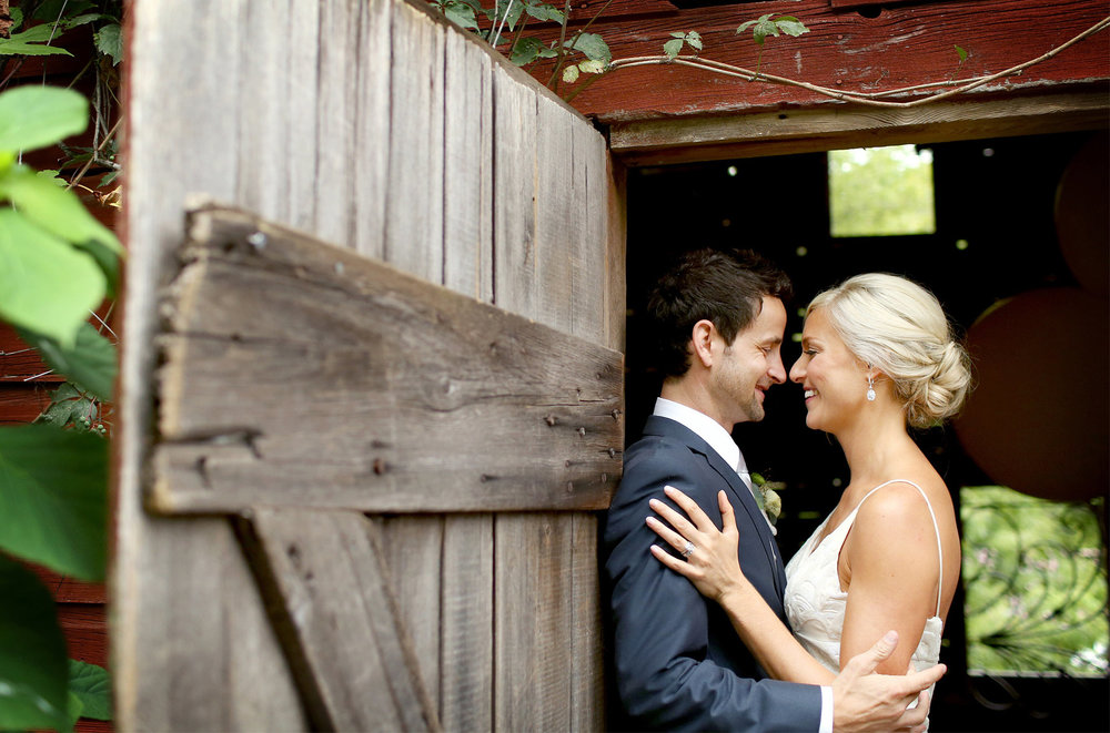 05-Stillwater-Minnesota-Wedding-Photography-by-Vick-Photography-Camrose-Hill-Outdoor-Barn-Rustic-First-Look-Tina-&-Eric.jpg