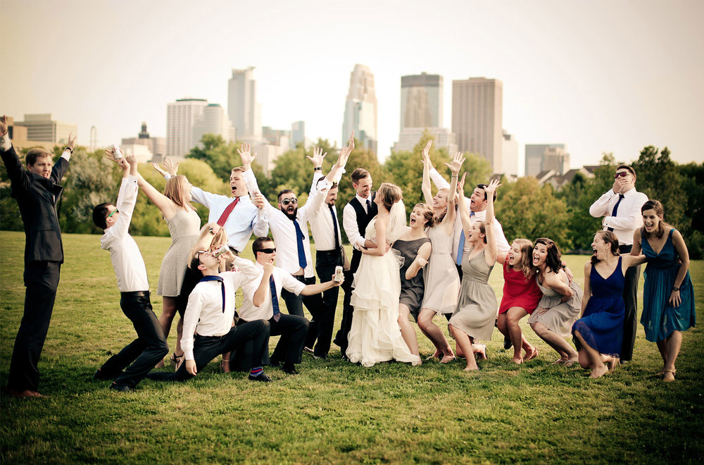 12-Minneapolis-Minnesota-Wedding-Photography-by-Vick-Photography-Wedding-Party-Group-Skyline-Jess-&-Jake.jpg