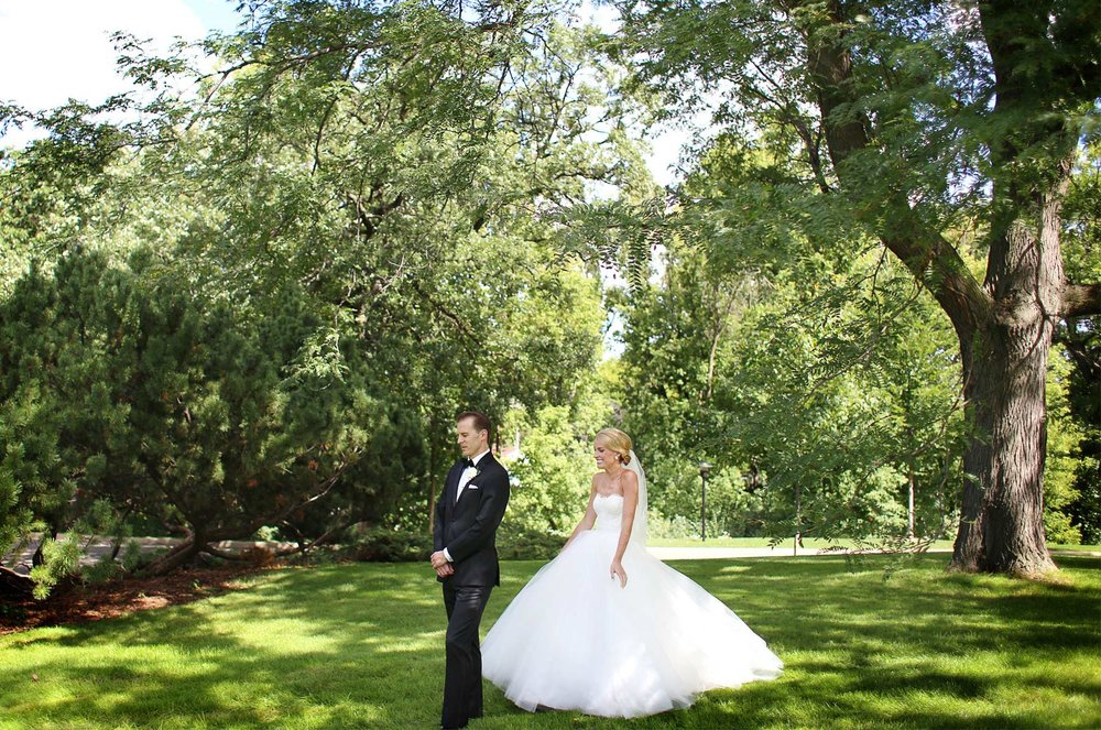 05-Minneapolis-Minnesota-Wedding-Photography-by-Vick-Photography-First-Look-Garden-Sarah-&-Brett.jpg