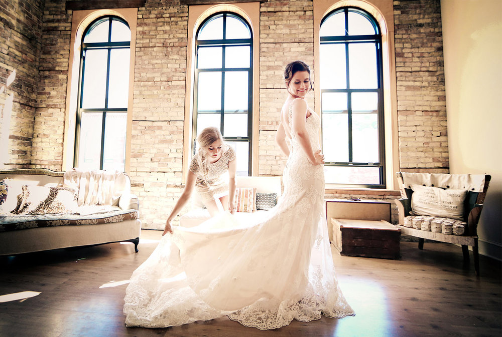 03-Stillwater-Minnesota-Wedding-Photography-by-Vick-Photography-Bridesmaids-Wedding-Morning-Dress-Bride-Tara-&-Ryan.jpg