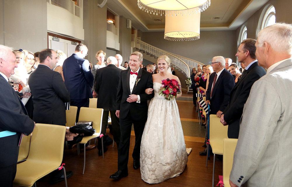 08-Minneapolis-Minnesota-Wedding-Photography-by-Vick-Photography--Calhoun-Beach-Club-Ceremony-Kristen-&-Nick.jpg