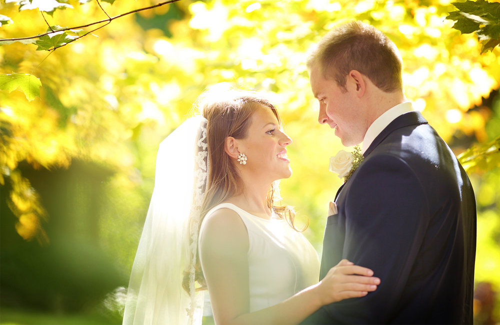 04-Minneapolis-Minnesota-Wedding-Photography-by-Vick-Photography-Autumn-Fall-Colors-First-Look-Elle-and-Tyler.jpg