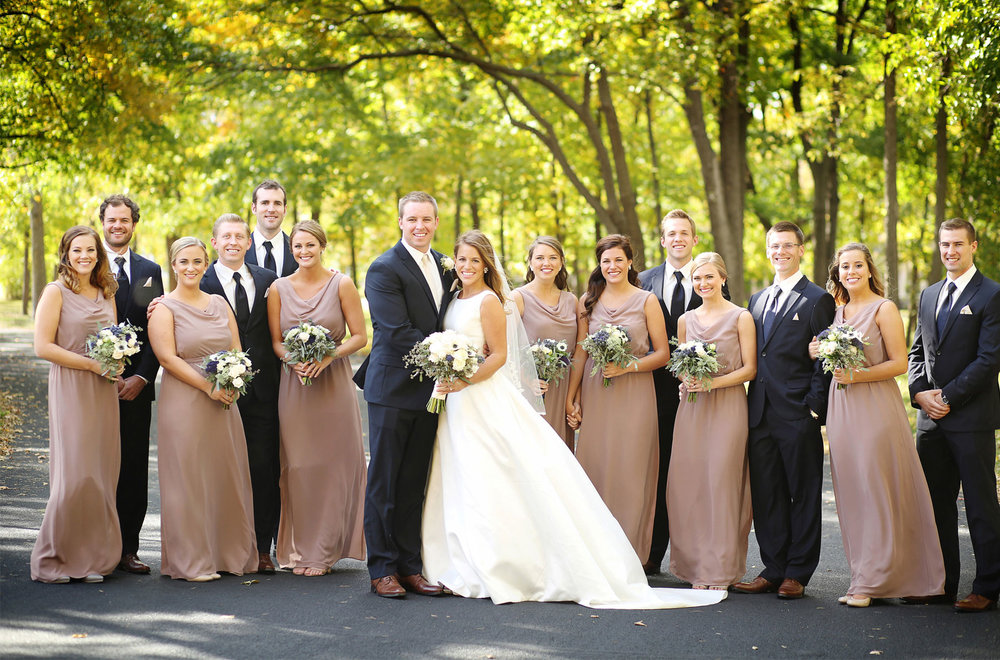 07-Minneapolis-Minnesota-Wedding-Photography-by-Vick-Photography-Autumn-Fall-Colors-Wedding-Party-Group-Elle-and-Tyler.jpg