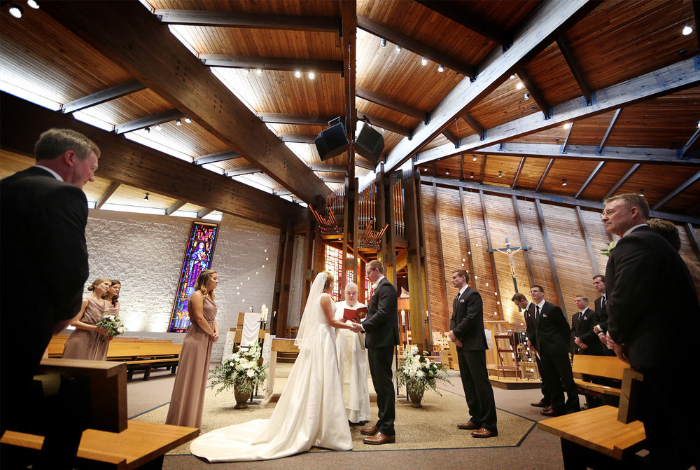 09-Minneapolis-Minnesota-Wedding-Photography-by-Vick-Photography-St-Therese-Church-Ceremony-Elle-and-Tyler.jpg