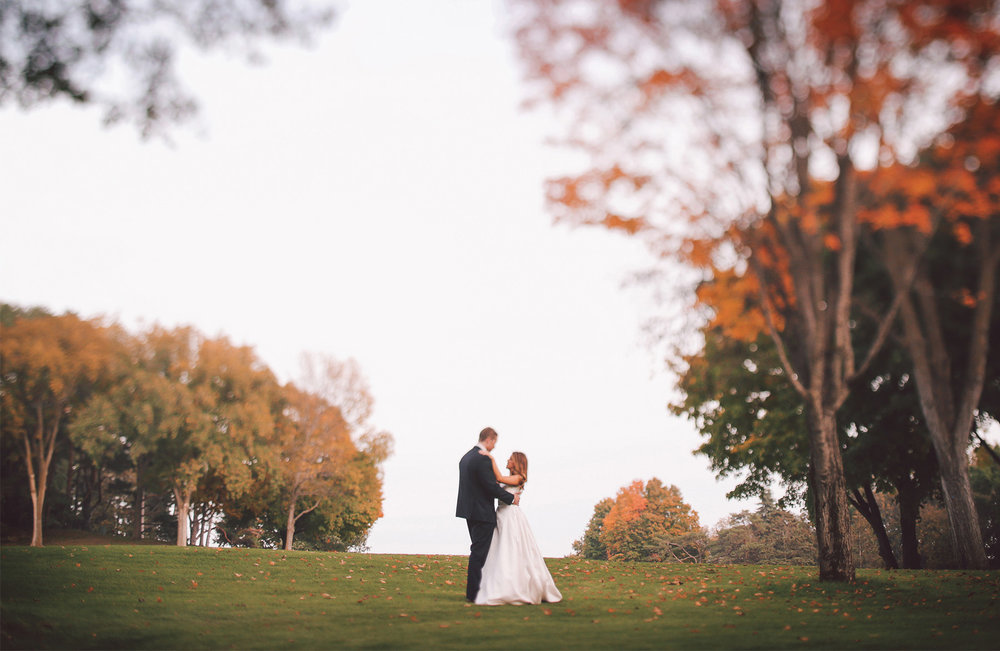 12-Minneapolis-Minnesota-Wedding-Photography-by-Vick-Photography-Woodhill-Country-Club-Golf-Course-Autumn-Fall-Colors-Elle-and-Tyler.jpg