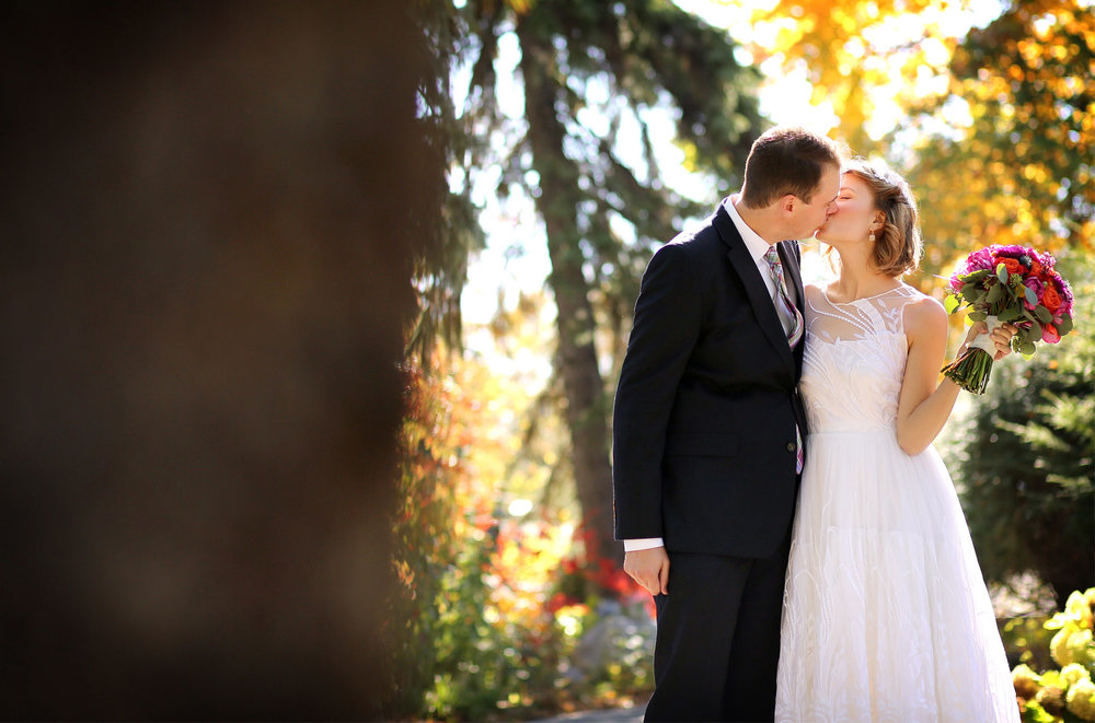 04-Minneapolis-Minnesota-Wedding-Photography-by-Vick-Photography-Fall-Colors-Autumn-Leaves-First-Look-Madeline-&-Matt.jpg