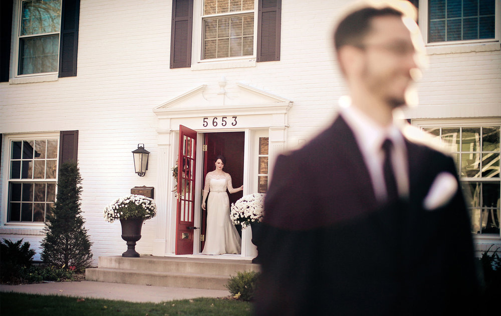 02-Minneapolis-Minnesota-Wedding-Photography-by-Vick-Photography-First-Look-Vintage-Sarah-and-Patrick.jpg