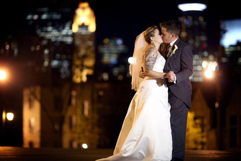 15-Minneapolis-Minnesota-Wedding-Photography-by-Vick-Photography-Skyline-Night-Photography-Ariel-and-Jared.jpg