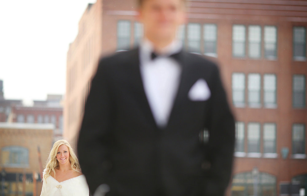 03-Minneapolis-Minnesota-Wedding-Photography-by-Vick-Photography-Downtown-First-Look-Skyline-Caroline-and-J.jpg