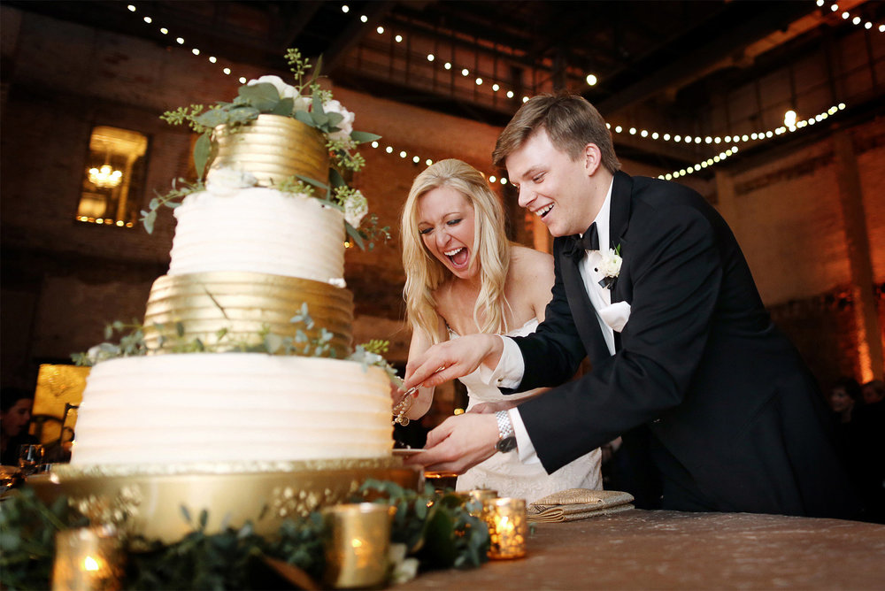18-Minneapolis-Minnesota-Wedding-Photography-by-Vick-Photography-Aria-Cake-Cutting-Reception-Caroline-and-J.jpg