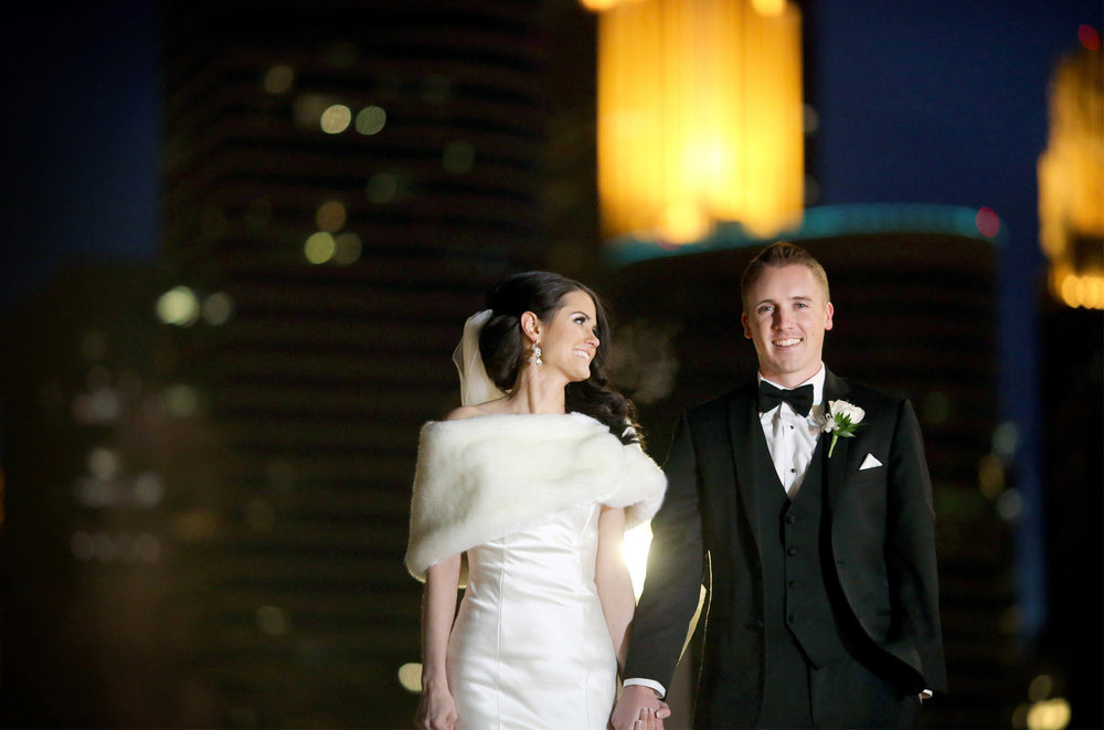 12-Minneapolis-Minnesota-Wedding-Photography-by-Vick-Photography-Downtown-Skyline-Winter-Night-Photography-Kimberly-and-Robert.jpg