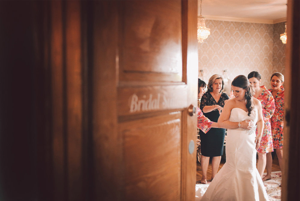01-Minneapolis-Minnesota-Wedding-Photography-by-Vick-Photography-Semple-Mansion-Bridal-Suite-Nikki-and-Matt.jpg