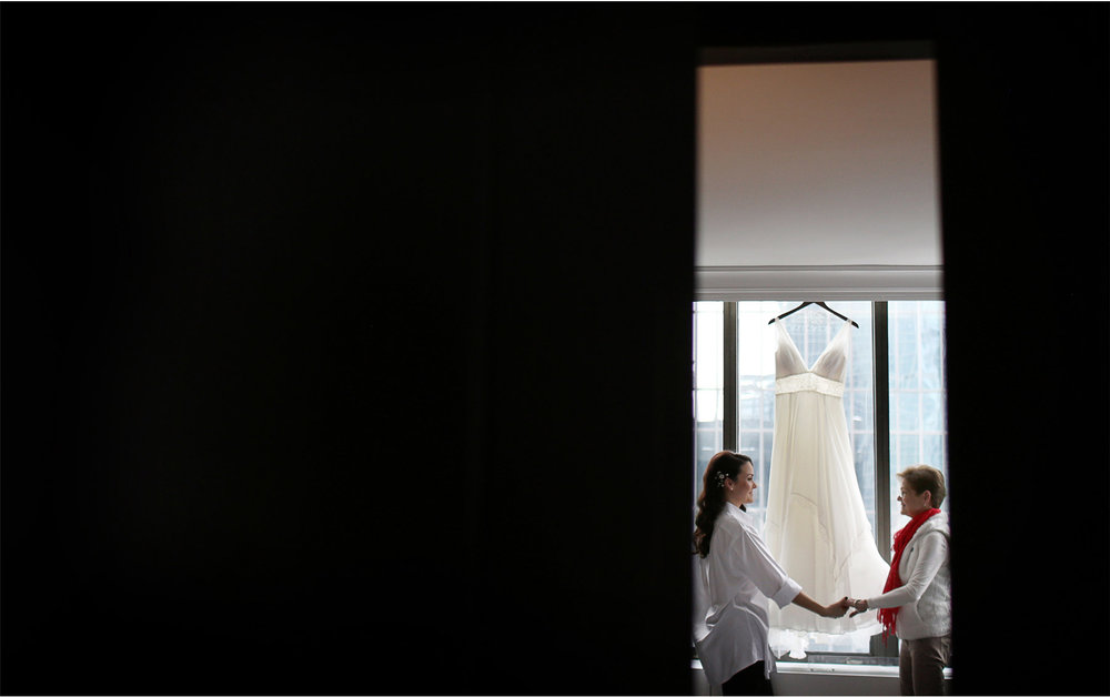 02-Minneapolis-Wedding-Photography-by-Vick-Photography-Marquette-Hotel-Dress-Laura-and-Michael.jpg