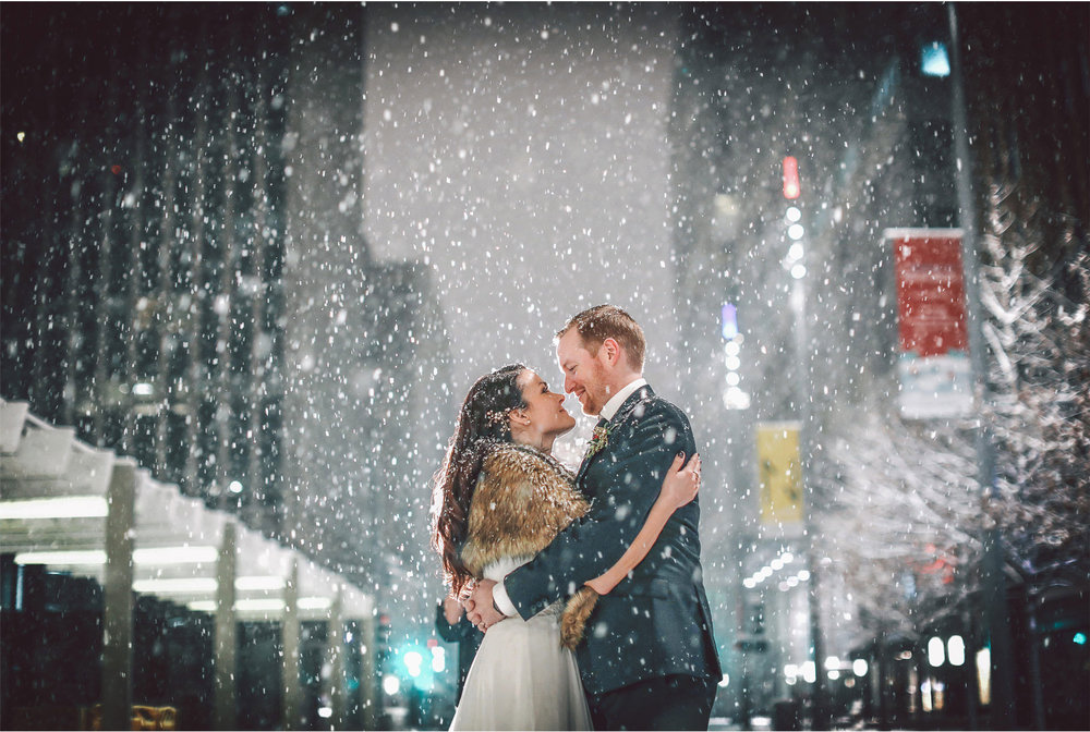 19-Minneapolis-Wedding-Photography-by-Vick-Photography-Snow-Winter-Downtown-Blizzard-Laura-and-Michael.jpg