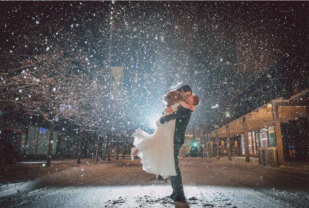 20-Minneapolis-Wedding-Photography-by-Vick-Photography-Snow-Winter-Downtown-Blizzard-Laura-and-Michael.jpg