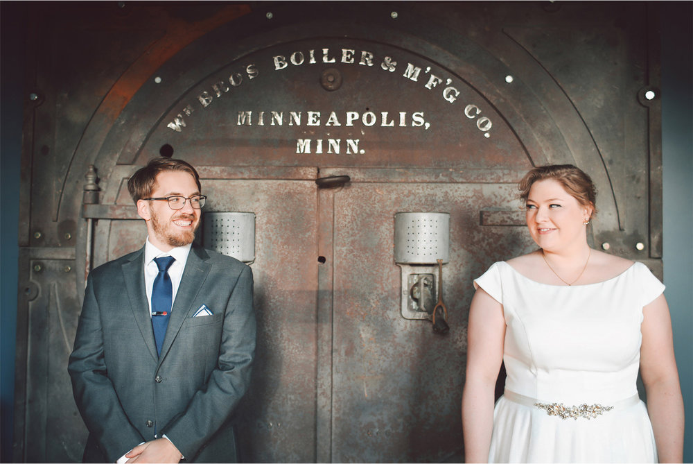 06-Minneapolis-Wedding-Photography-by-Vick-Solar-Arts-Building-Libby-and-Nathan.jpg