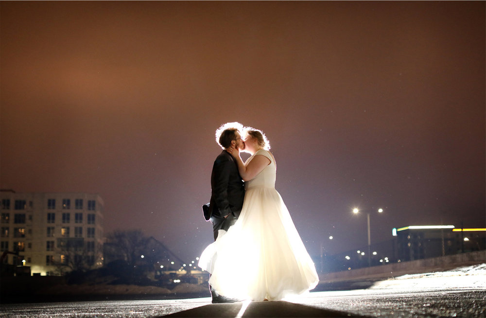 18-Minneapolis-Wedding-Photography-by-Vick-Photography-Skyline-Winter-Wedding-Libby-and-Nathan.jpg