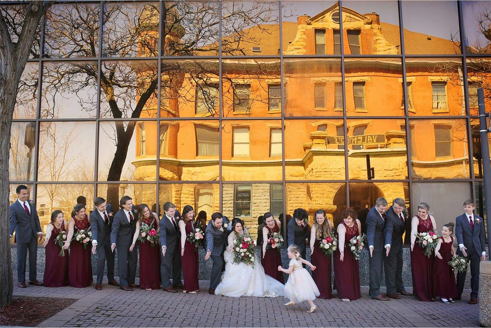 07-Minneapolis-Wedding-Photography-by-Vick-Photography-Wedding-Party-Group-Rachael-and-Benjamin.jpg