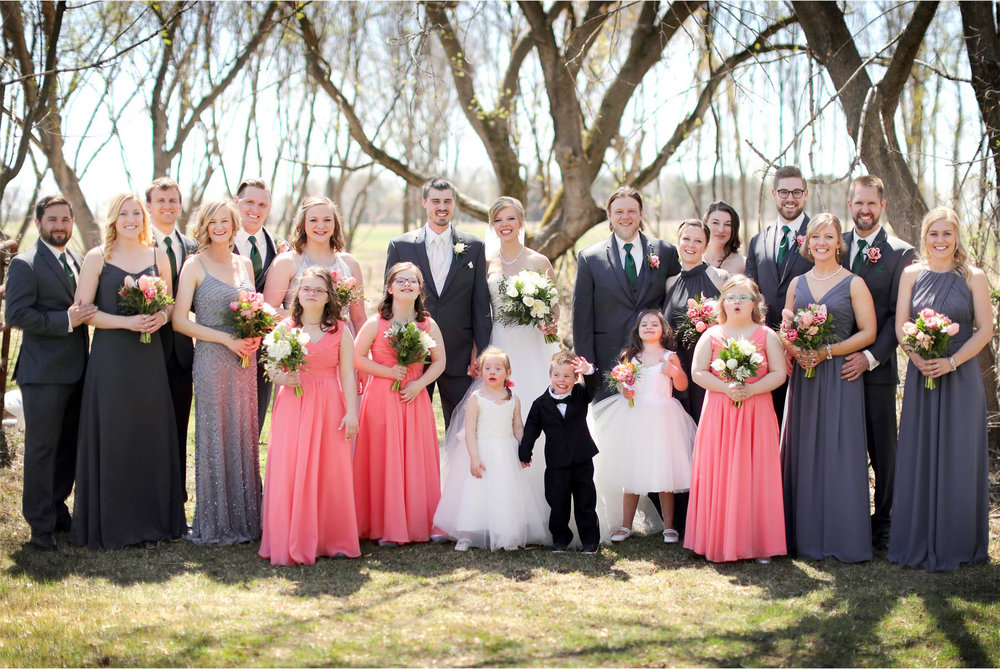 05-Minneapolis-Wedding-Photography-by-Vick-Photography-Wedding-Party-Group-Kasie-and-Joshua.jpg