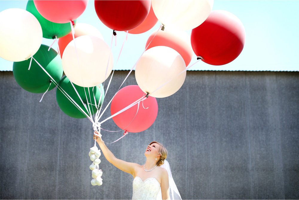 09-Minneapolis-Wedding-Photography-by-Vick-Photography-Balloons-Bride-Country-Barn-Kasie-and-Joshua.jpg