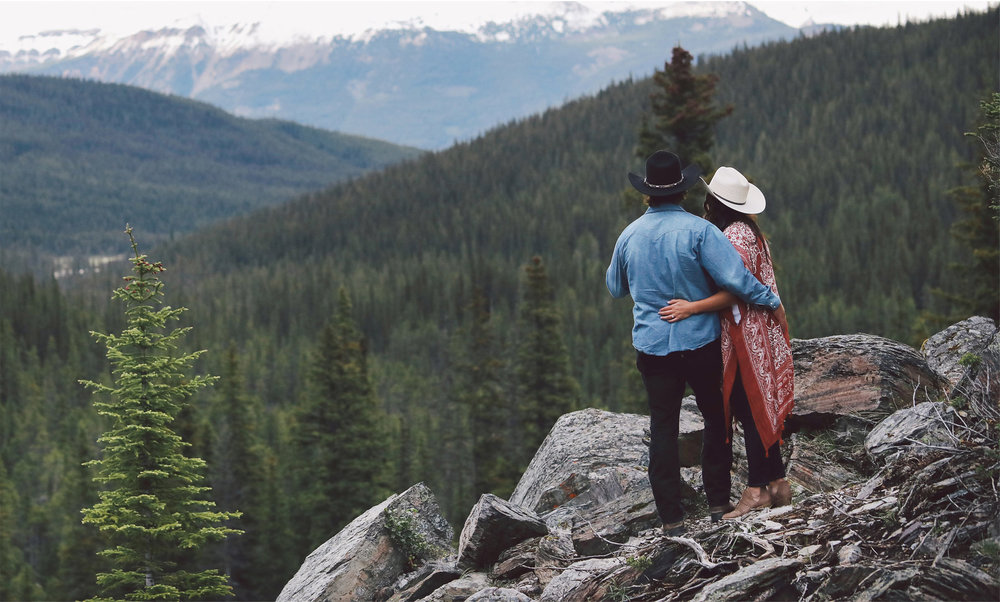 14-Banff-Canada-Engagement-Photography-by-Vick-Photography-Mountains-Cowboy-Hat-Lizz-and-Brady.jpg
